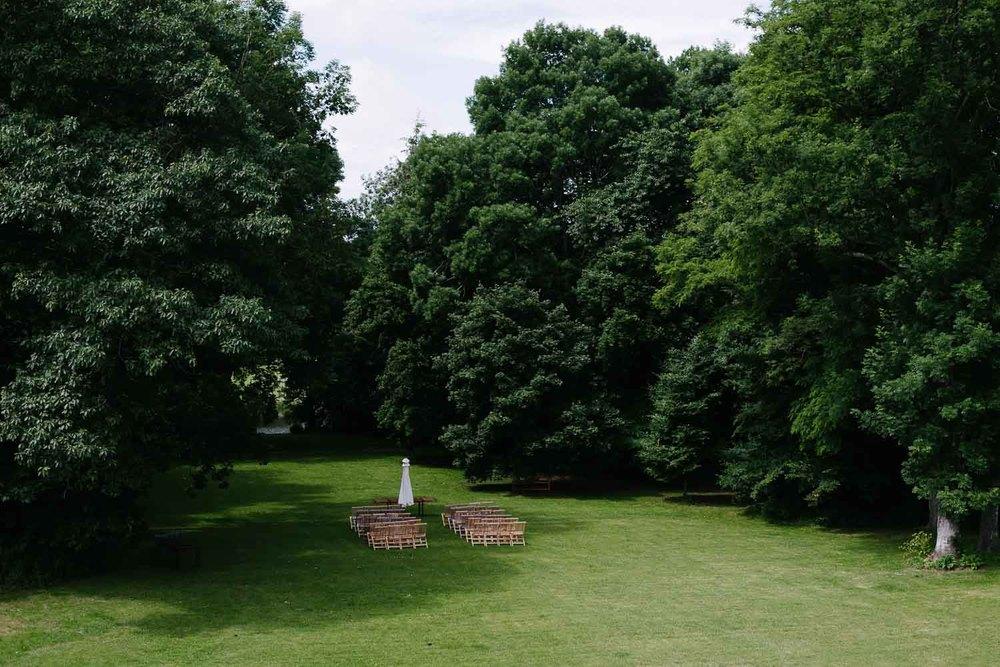 Bänke im Rosenpark