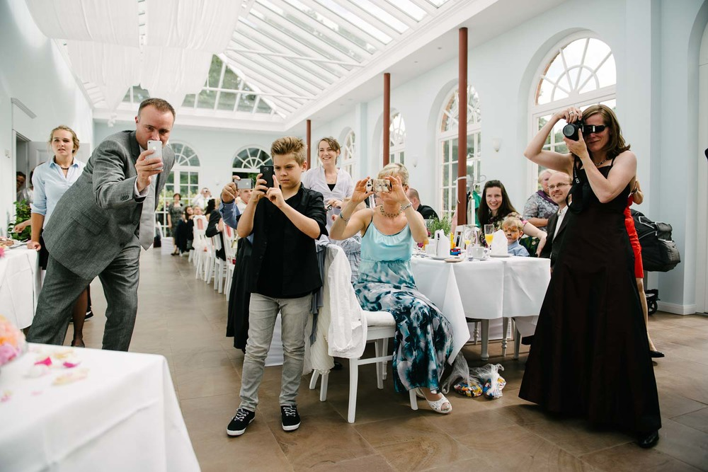 Hochzeit-0066-Reportage-Gross-Siemen-Rosen-Park-Garten-kirchlich.jpg