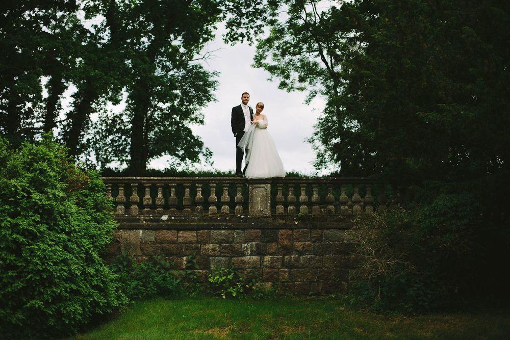 Brautpaar auf der Mauer Bellin