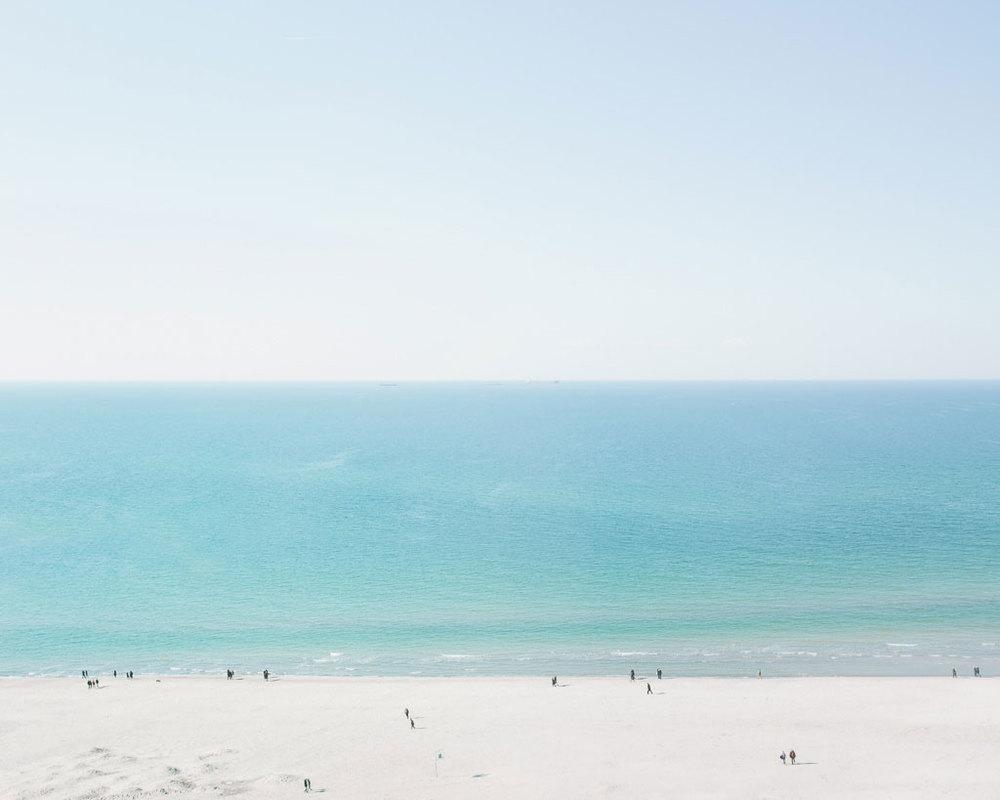 Osterspaziergang - Rostocker Horizonte Fotofestival - Junge trifft Mädchen am Strand