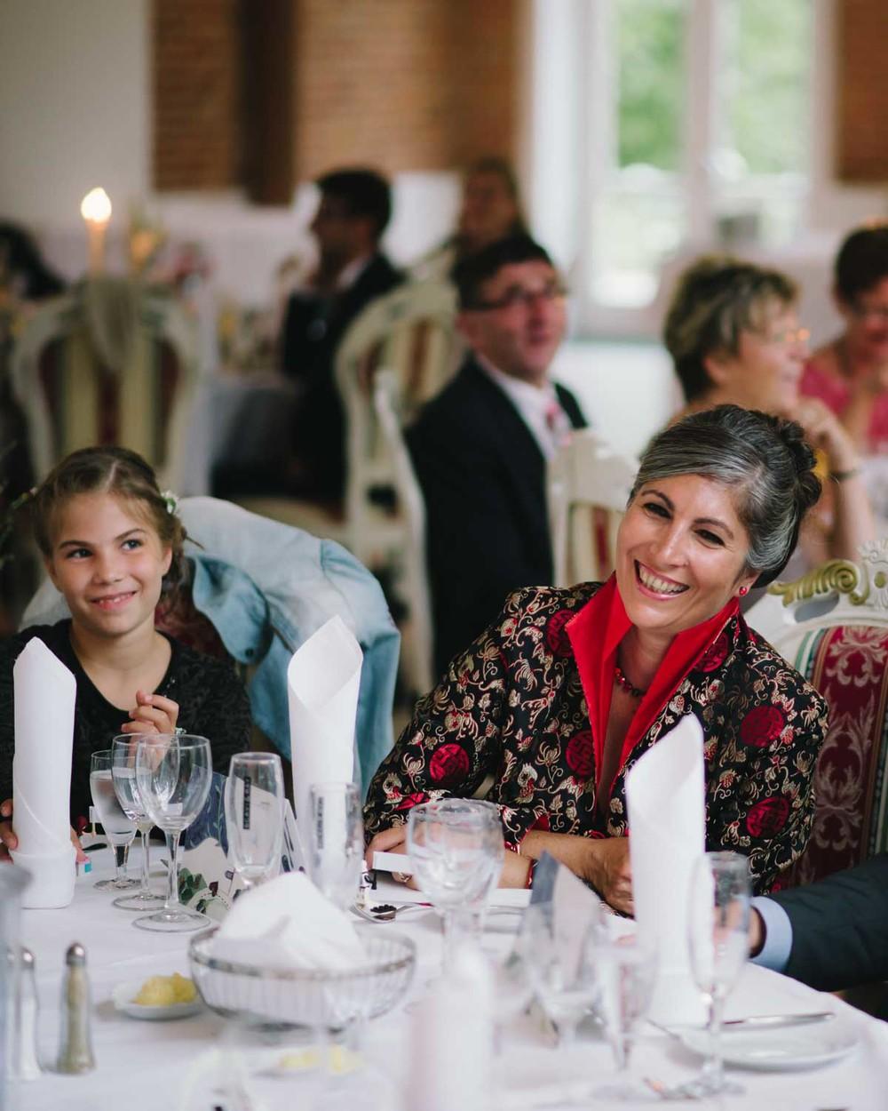 Hochzeitsgäste Abendessen Hochzeit Schloss Wedendorf Guthaus