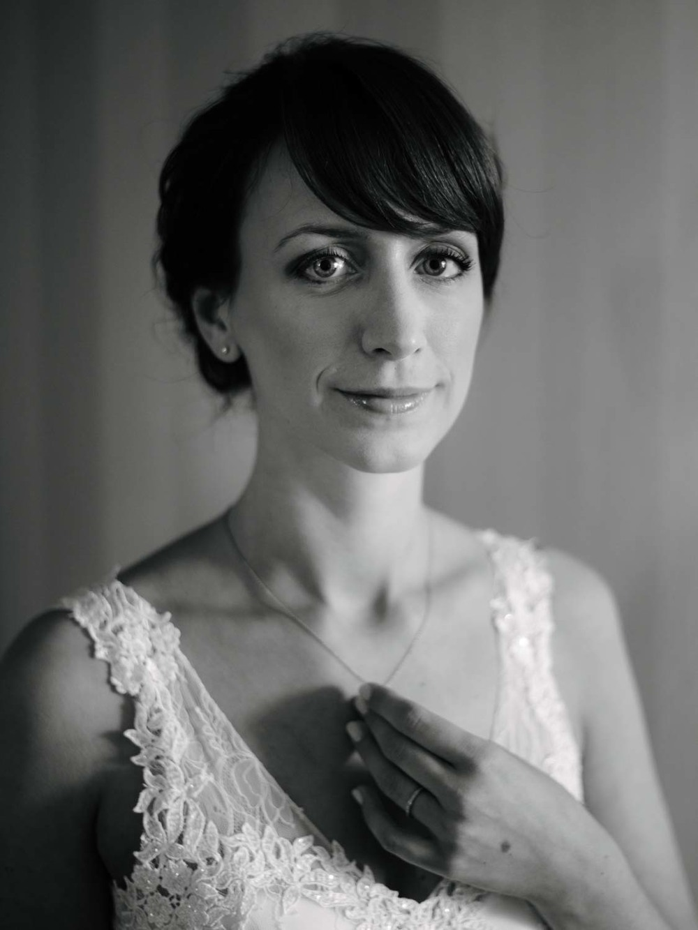 Portrait Braut Hand Vorbereitungen Hochzeit Rostocker Fotograf in Augsburg