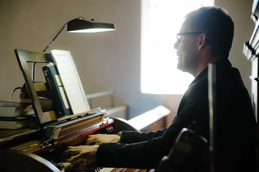 Orgel spieler kirchliche Trauung Hochzeit Rostocker Fotograf in Augsburg