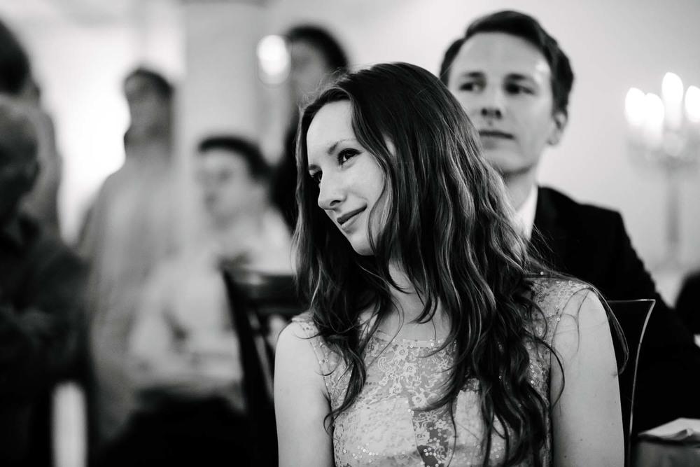 junge schöne Dame Gast Hochzeit Rostocker Fotograf in Augsburg