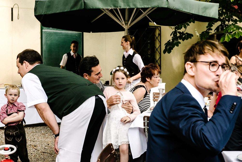 Junge trifft Mädchen in Thannhausen - Hochzeitsfotograf Augsburg