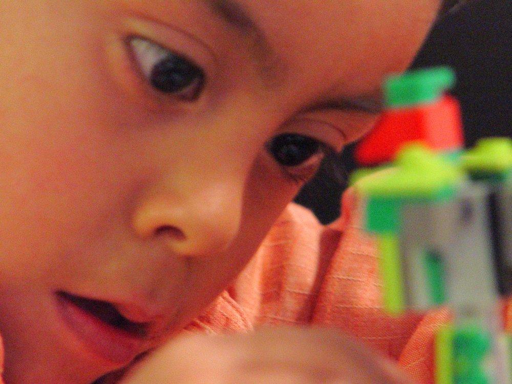 Mauricio con lego 2005.jpg