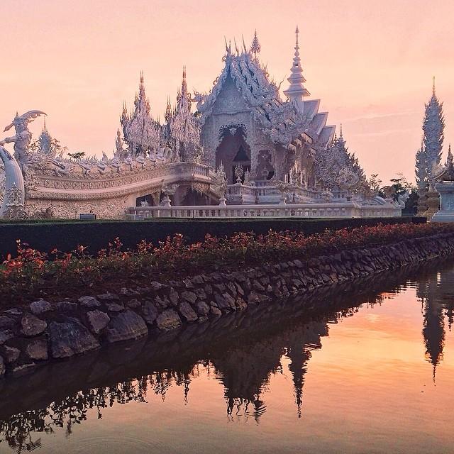 Wat_Rong_Khun_-_Chiang_Rai__Thailand_by_zachspassport.jpg