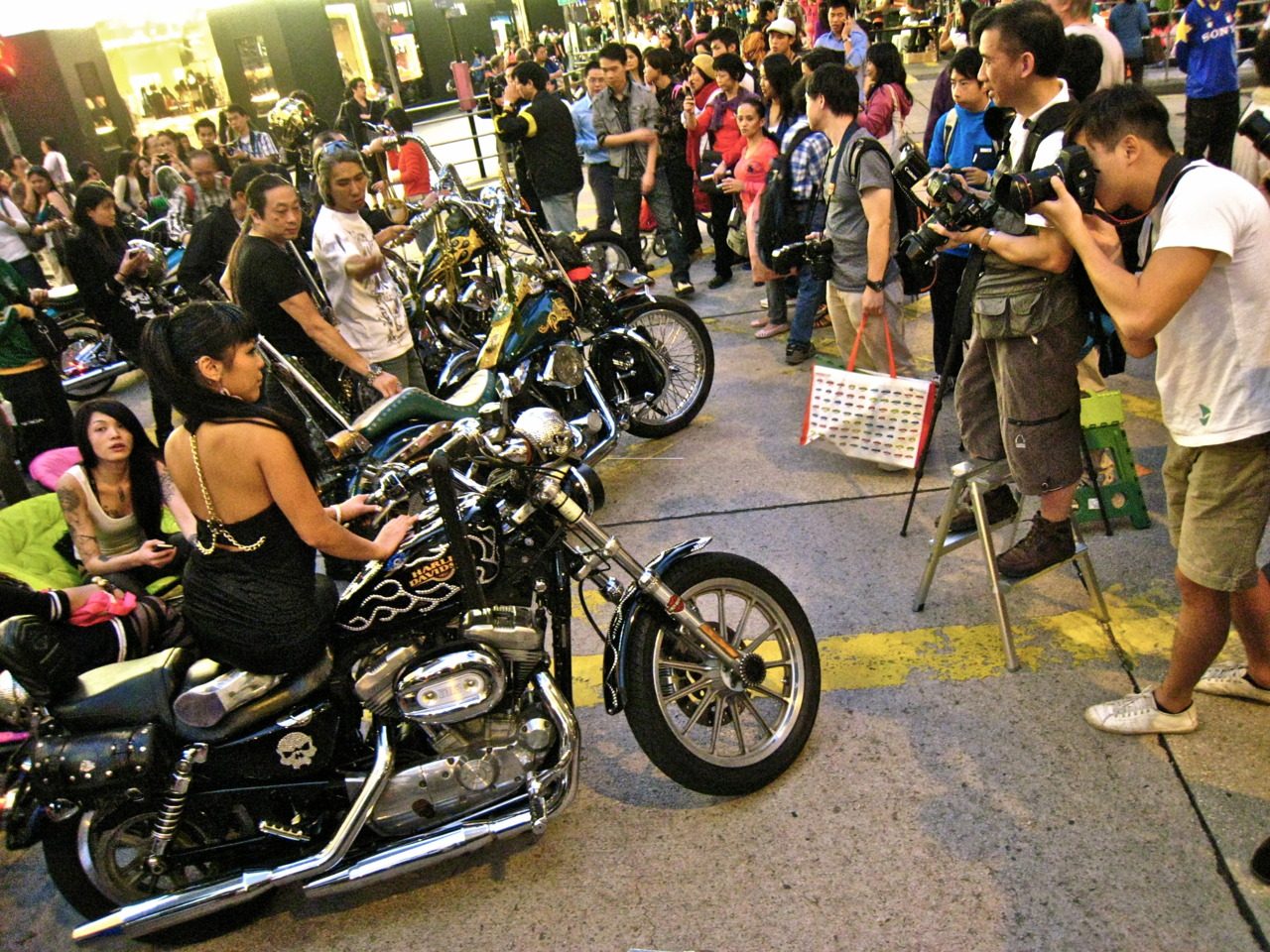 Harley Davidson Biker Gangs invade Central!!