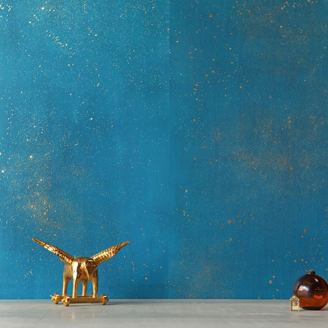 Thrilled to introduce our newest wallpaper line @sarkos.nyc to the #studiofournyc family, scroll through to details of Cosmos in all its ✨shimmering✨beauty