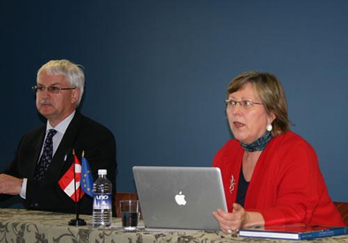Eva Lichtenberger (right) and Günter Bischof