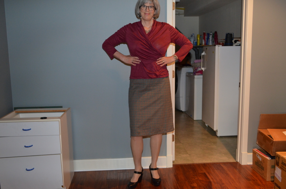 In this outfit-experimentation pic, you can see the armseyes of the linen wrap top are too big.