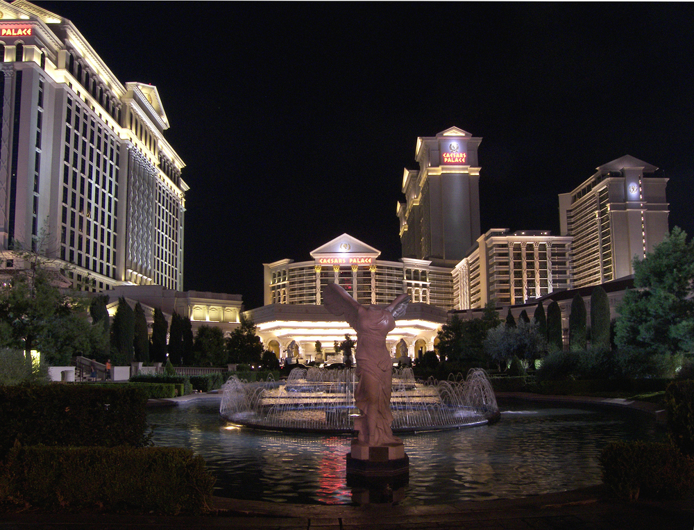Caesars_palace_night_2007.jpg