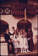 THE_-VON_TRAPP-_FAMILY,_STARS_IN_THE_-SOUND_OF_MUSIC-_THEATRICAL_OUTSIDE_THE_THEATER_HELEN_IN_HELEN,_GEORGIA,_NEAR..._-_NARA_-_557722.tif.jpg
