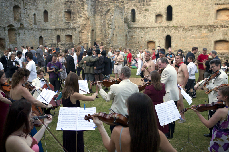 The Bernardi music group fills Bodiam Castle with their sweet music