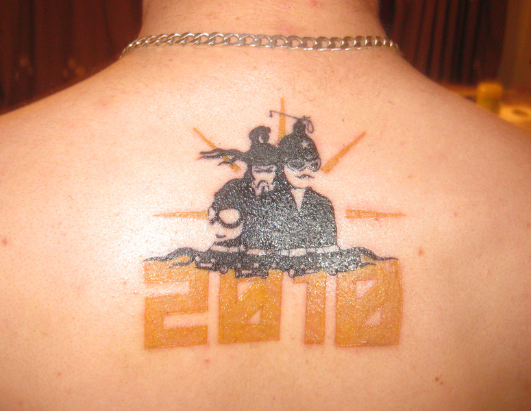 This rather sterling example of inkmanship is I think you'll agree one of the best ways to decorate your back possible