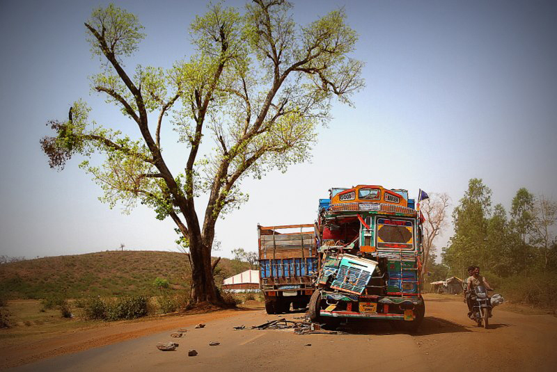 Harrowing reminder of the dangers of driving on Indian roads, a fresh accident spotted by Good Morning Sunshine Squad on the April 2013 Rickshaw Run