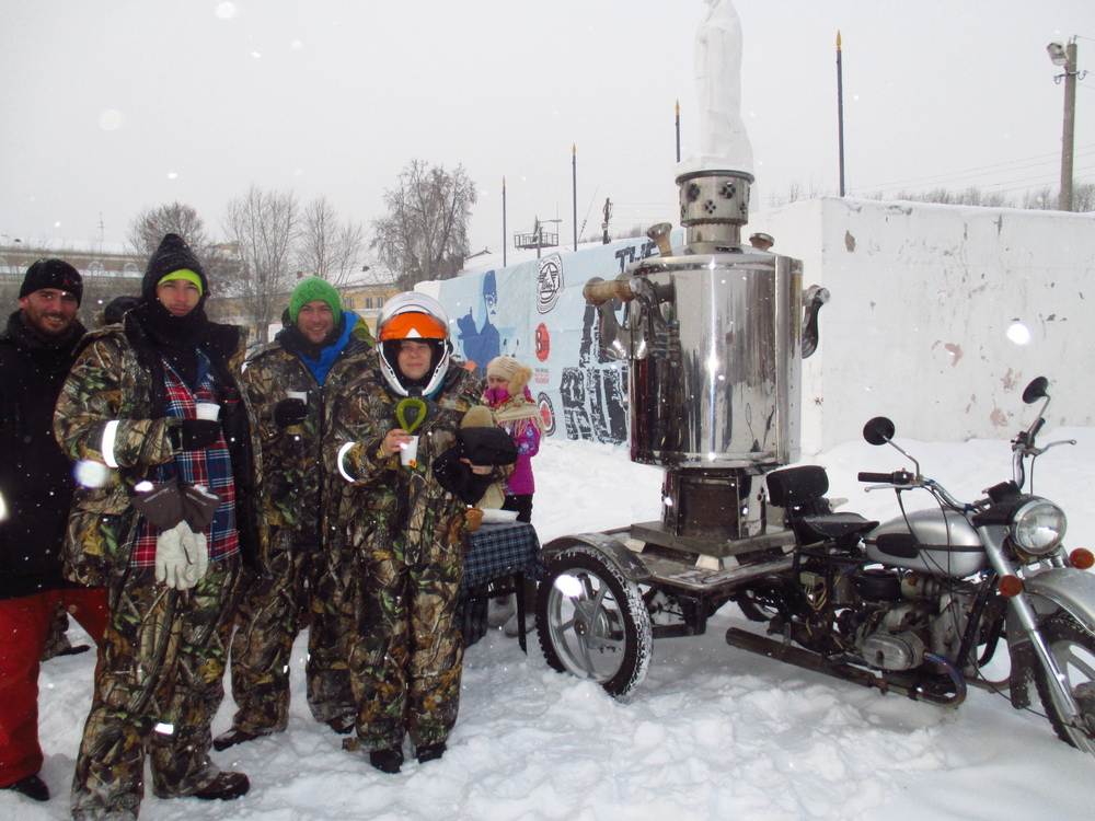 The World's Largest Samovar.  So shiny, it's hard to photograph in heavy snow without sunglasses. As you can see it comes with its own Ural.  Posing with it are Olly Rowland, Dylan Thompson, Adalbert Hutter (Team Up to Snow Good) and Kate De Wald (Team Boris & Natasha)