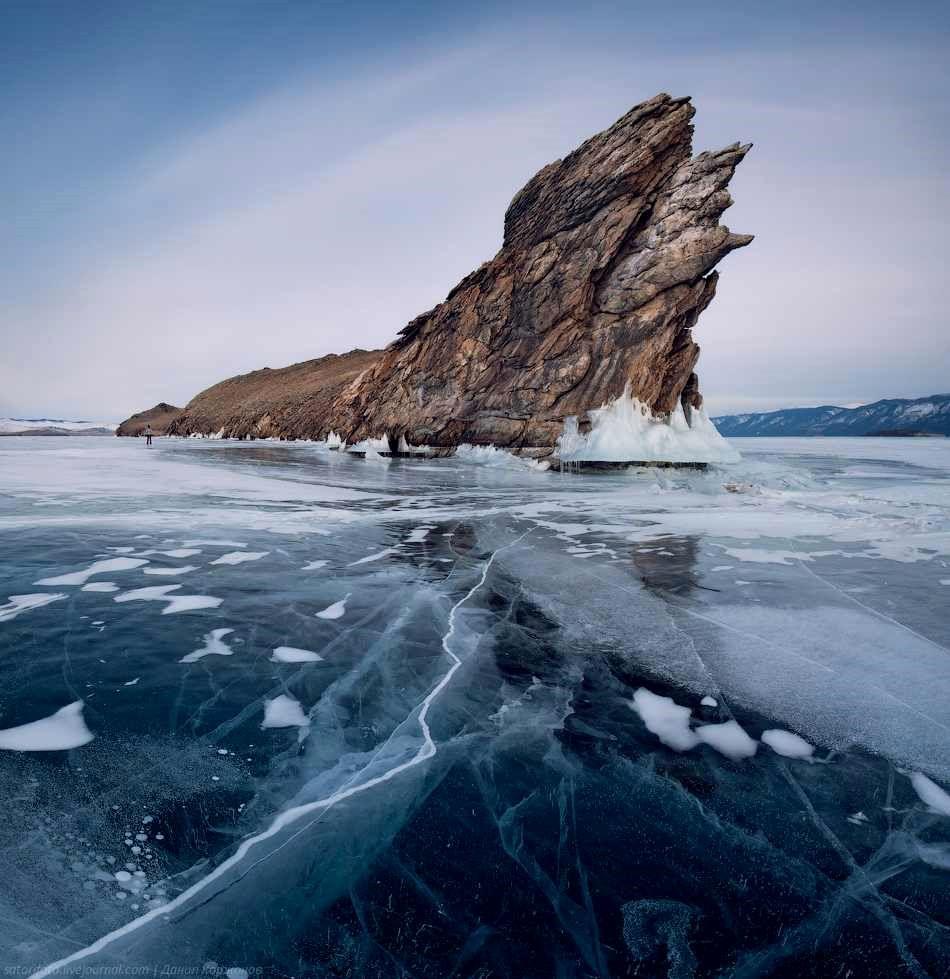 2-Frozen_Lake_Baikal_Russia.jpg