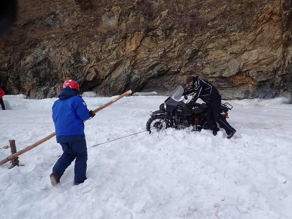 How to winch a bike out of the snow