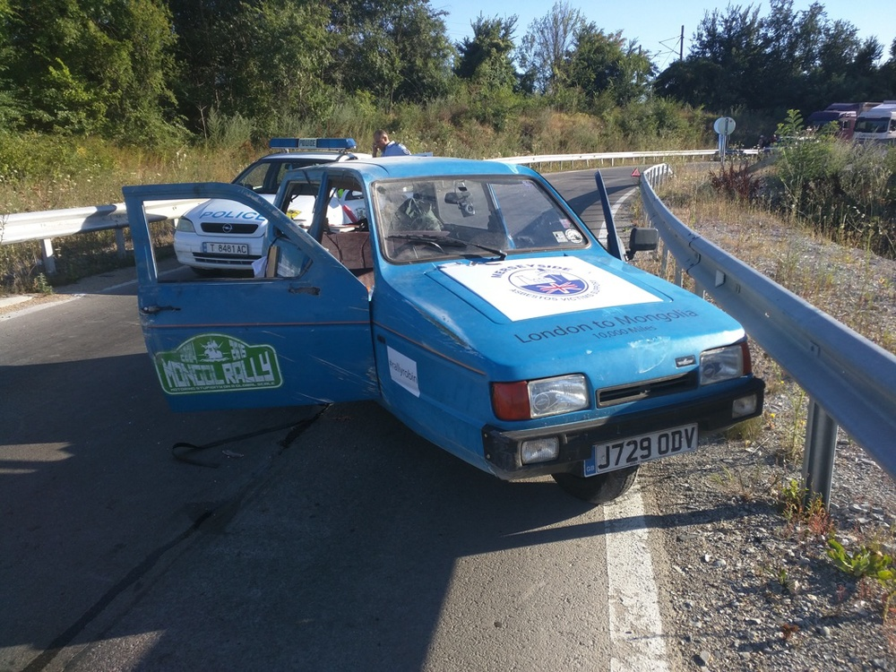 cross border smugglers crashed car front 28.07.jpg
