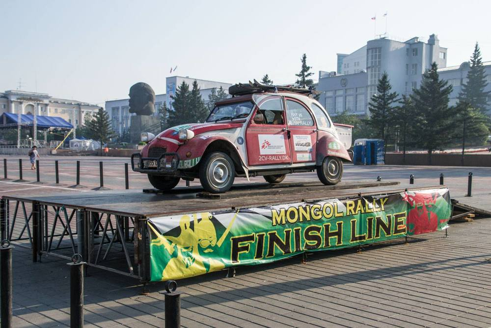 2cv rally at the finish line.jpg