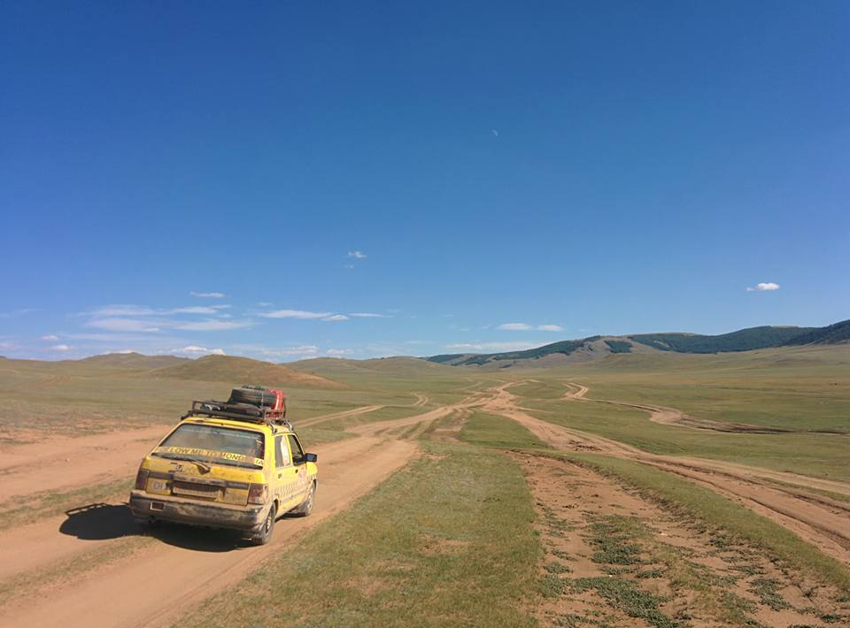 khan fly in mongolia with tracks 01.09.2015.jpg