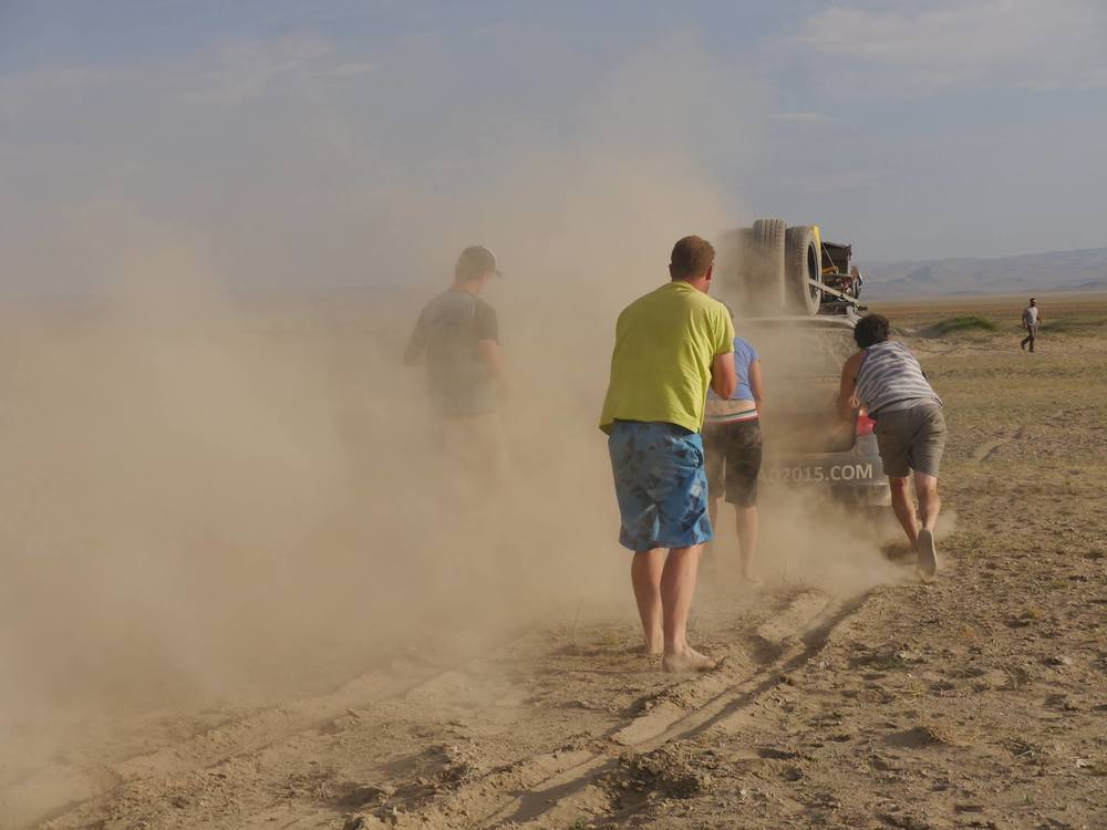 hannah team nomad sandy push mongol rally.jpg