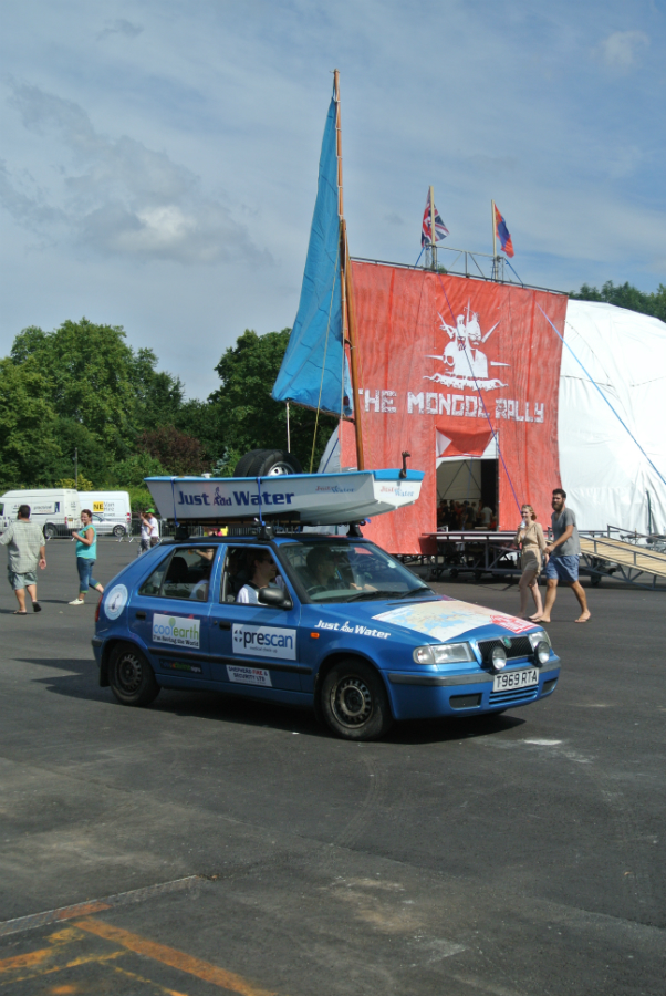 team-just-add-water-at-the-launch-of-the-mongol-rally-2014-from-battersea-park_14511792109_o.jpg