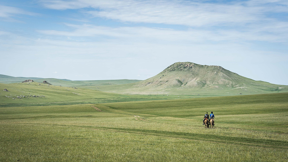 Mike Becker and Pierce Buckingham ride through the Mongolian wilderness on the way to Urtuu 11