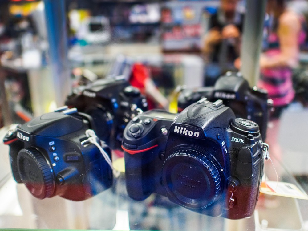 Nikon dSLR cameras on clearance sale at Lozeau