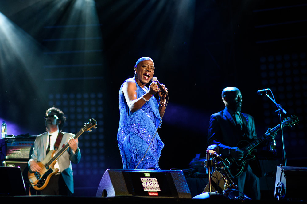 Nikkor AF-S 85mm 1.8g. Rest in peace Sharon Jones...