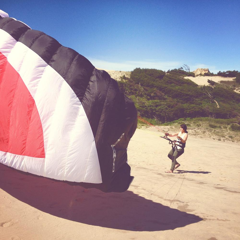 Girl learns paragliding basics on Oregon coast