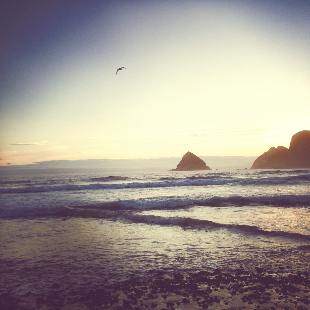 Oceanside sunset after a long day of Oregon paragliding lessons.