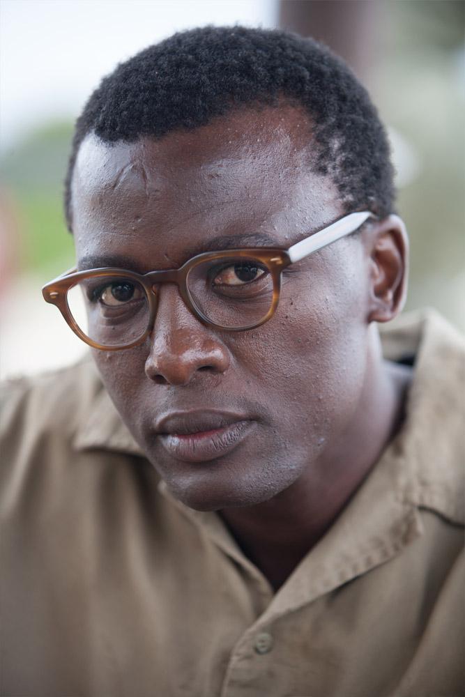 Tony Kgoroge (Walter Sisulu)
