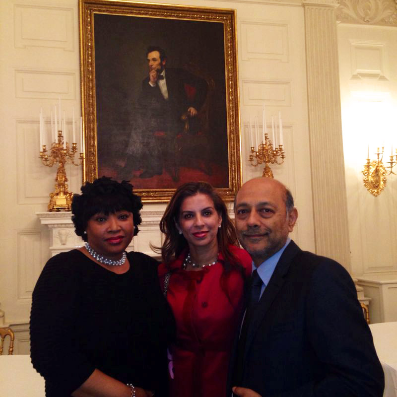 Pictured at The White House under a portrait of Abraham Lincoln are Zindzi Mandela, Anant Singh and his wife, Vanashree / Videovision (p)