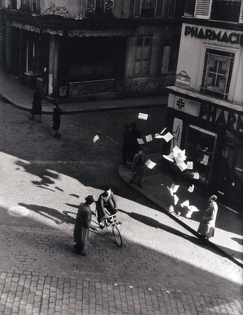 I love this.     m3zzaluna :      robert doisneau , lancer de tracts rue henri monnier, paris, 1944   posted by/ thanks to  wonderfulambiguity