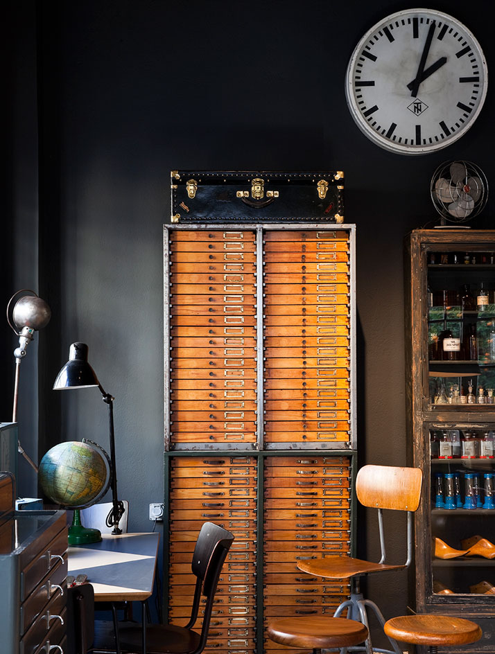 wellappointeddesk: Vintage industrial chic at its finest!