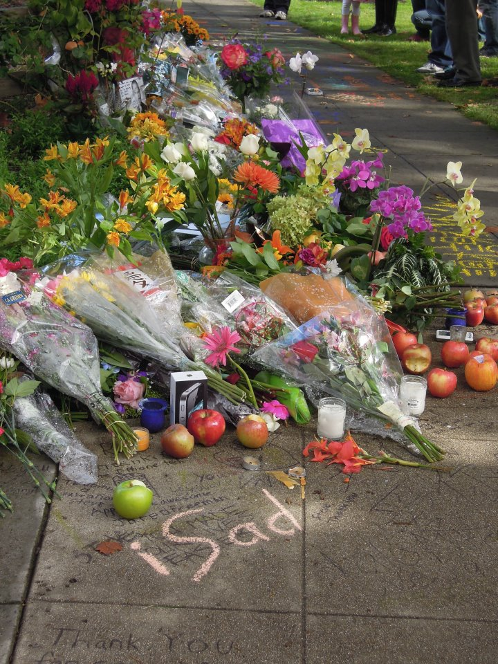 mattchewers: The memorial outside Steve Jobs' house Palo Alto.