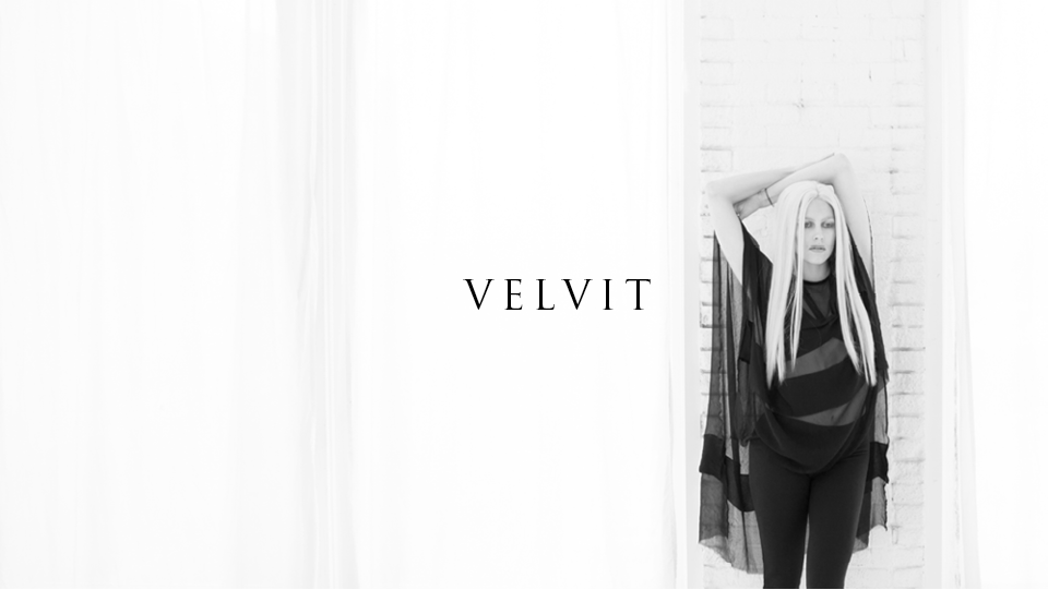 Velvit model Aislinn Brooke wearing THE ØRDER's Pretresse Tunic, Belle Noir Bralette and Oiseau Noir Leggings.