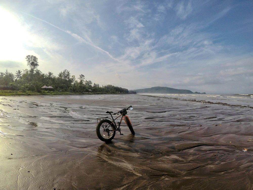 Fittrip Marine Fatbike Review India Konkan Bicycle Touring Beach 4.jpg