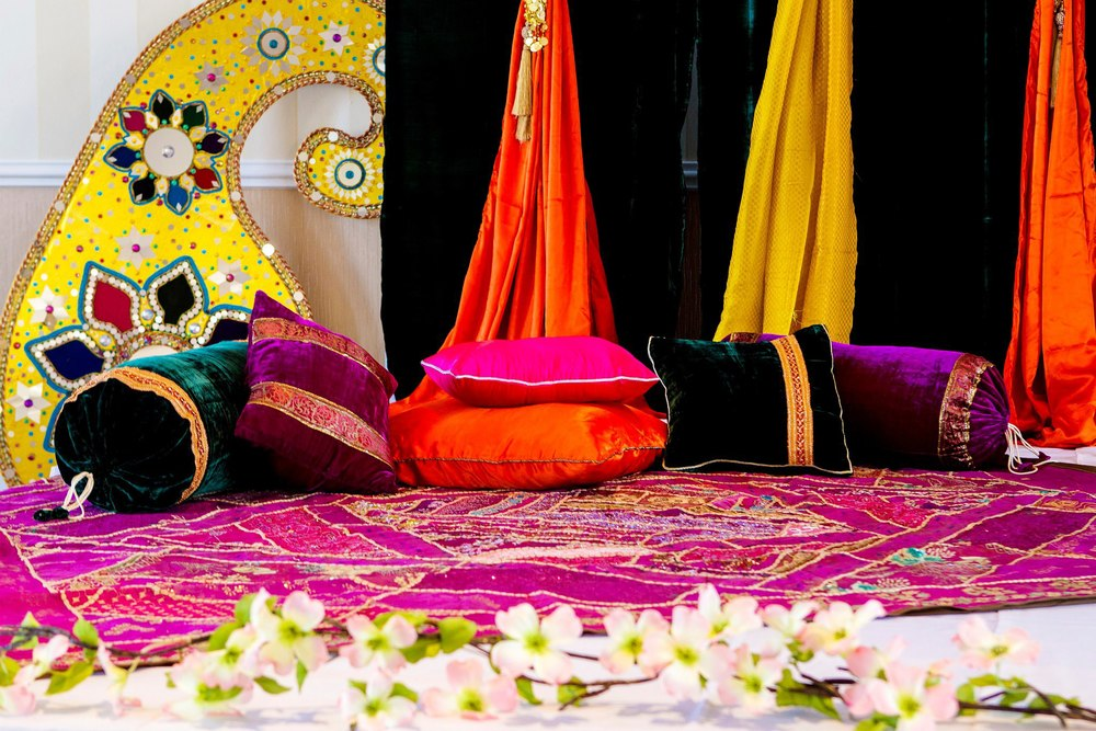 mehndi sangeet let the colors do all the talking