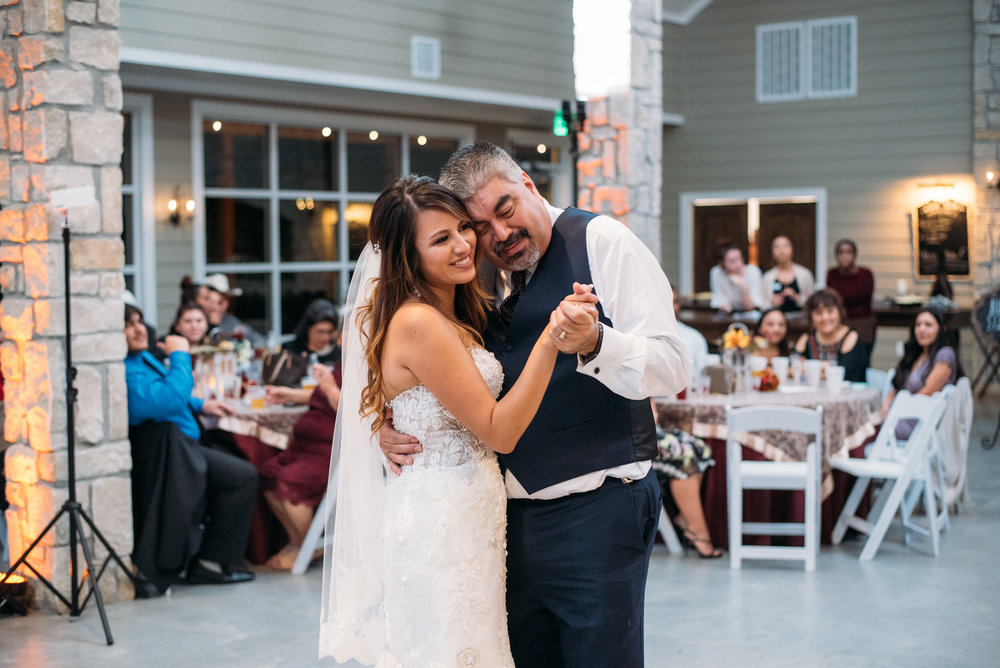 WeddingPhotographer_CollegeStation_InnAtQuarryRidge_34.jpg
