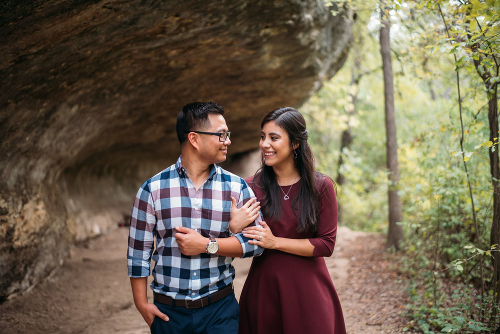 McKinneyStateFalls_Engagement_WeddingPhotographer_004.jpg