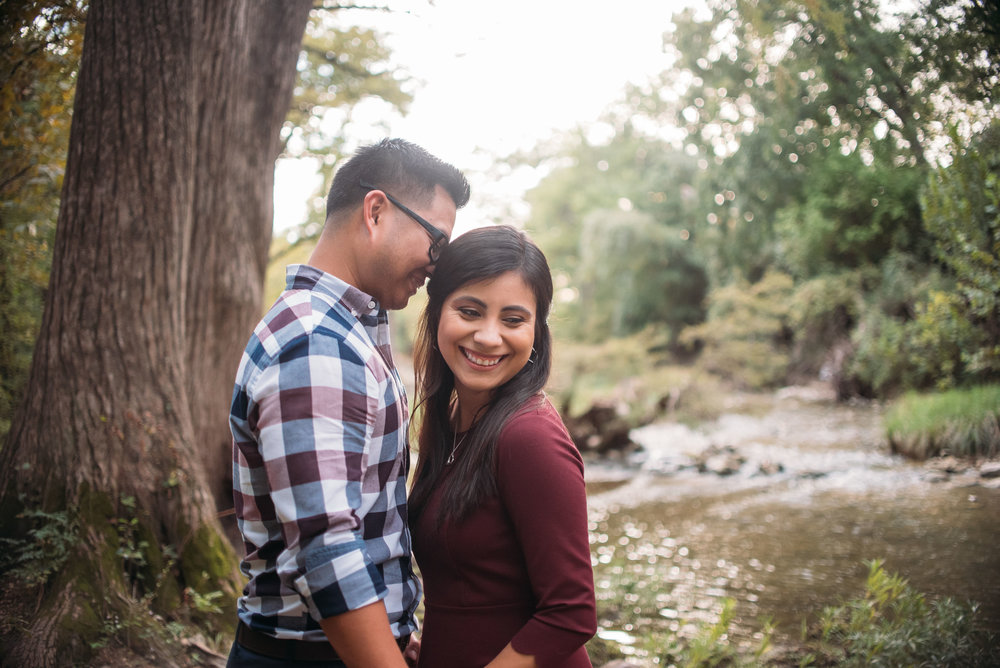 McKinneyStateFalls_Engagement_WeddingPhotographer_006.jpg