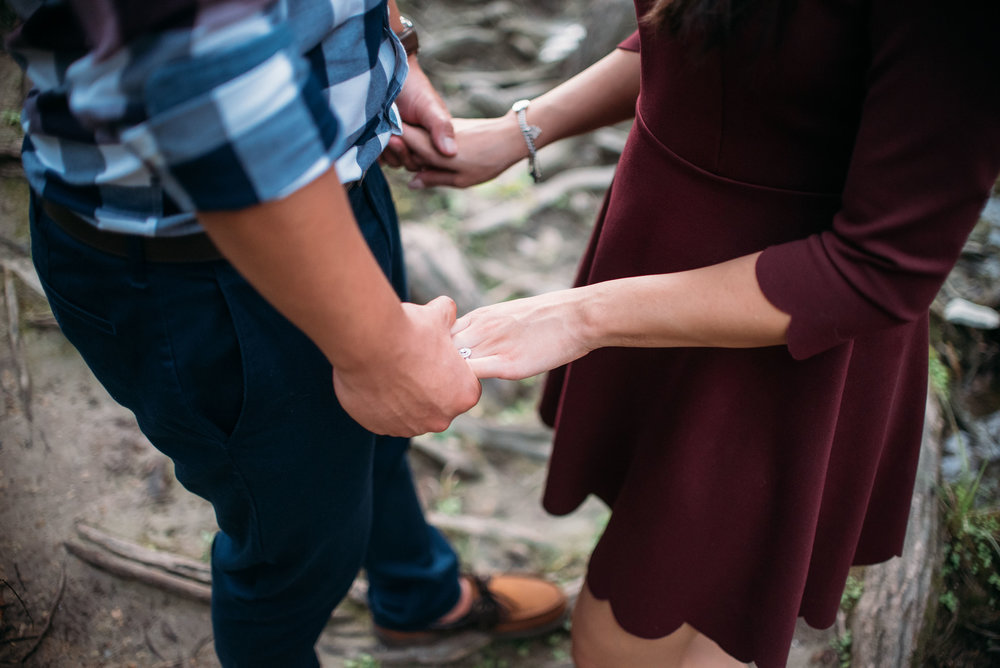 McKinneyStateFalls_Engagement_WeddingPhotographer_007.jpg