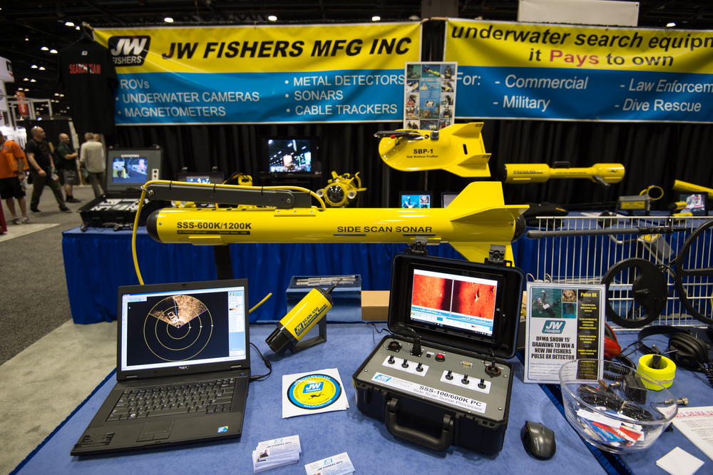 A Side Scan Sonar system would make a great stocking stuffer for any boat diver