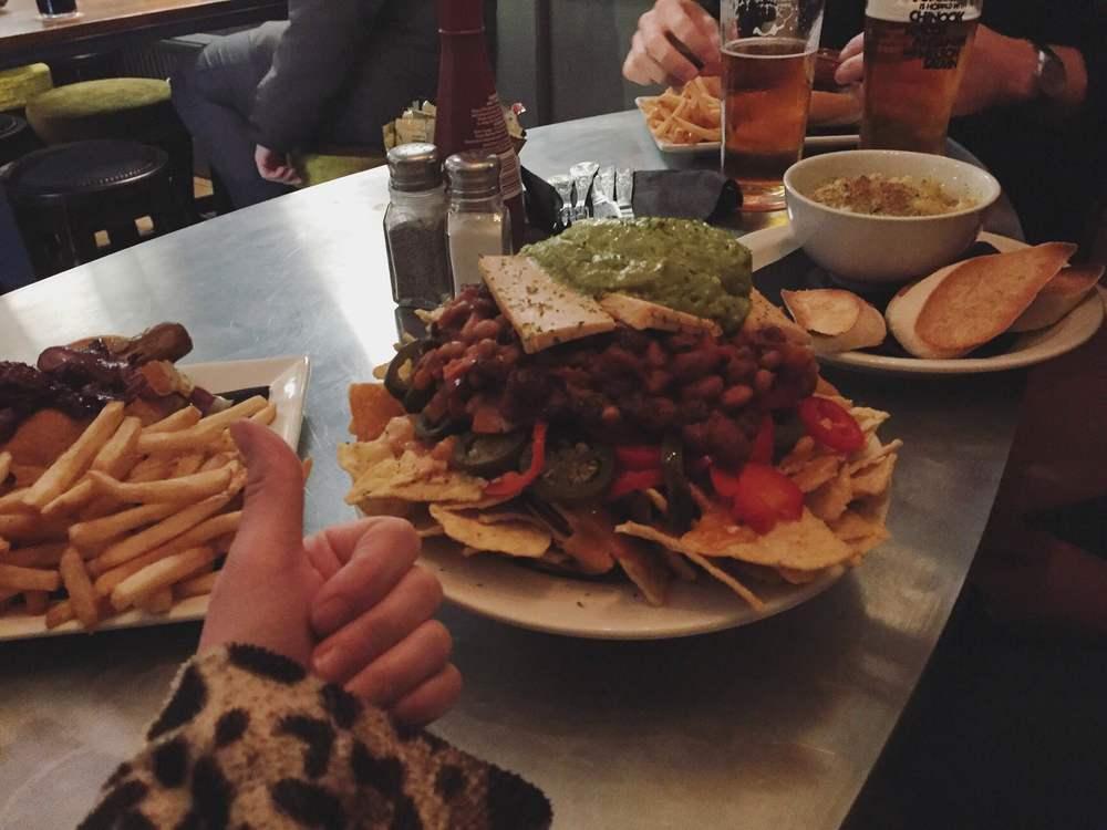 vegan nachos at the auld hoose in edinburgh