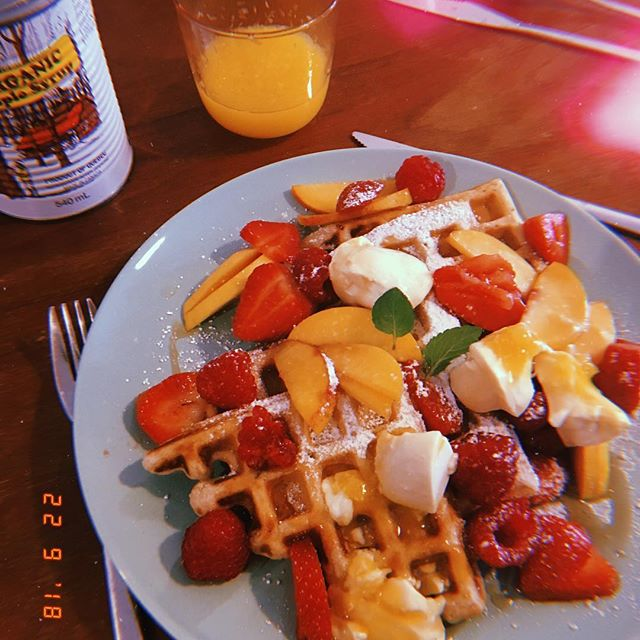 Vegan waffles and soy yoghurt for @pengetoanywhere's bday 🎁 doused in @amelie.snyers's maple syrup and spritzed in Cointreau too #ofcourse #vegan #veganbrunch #veganbreakfast