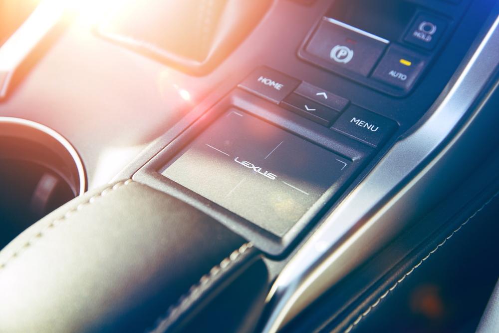 Lexus_interior_4alowres.JPG