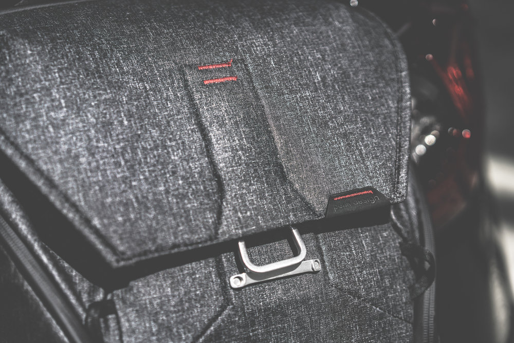 The innovative PATENT-PENDING MAGLATCH™ closure mechanism is a no-look, one-handed, quiet and secure bag closure system. It allows your to maximise the amount of things you can carry in the bag.